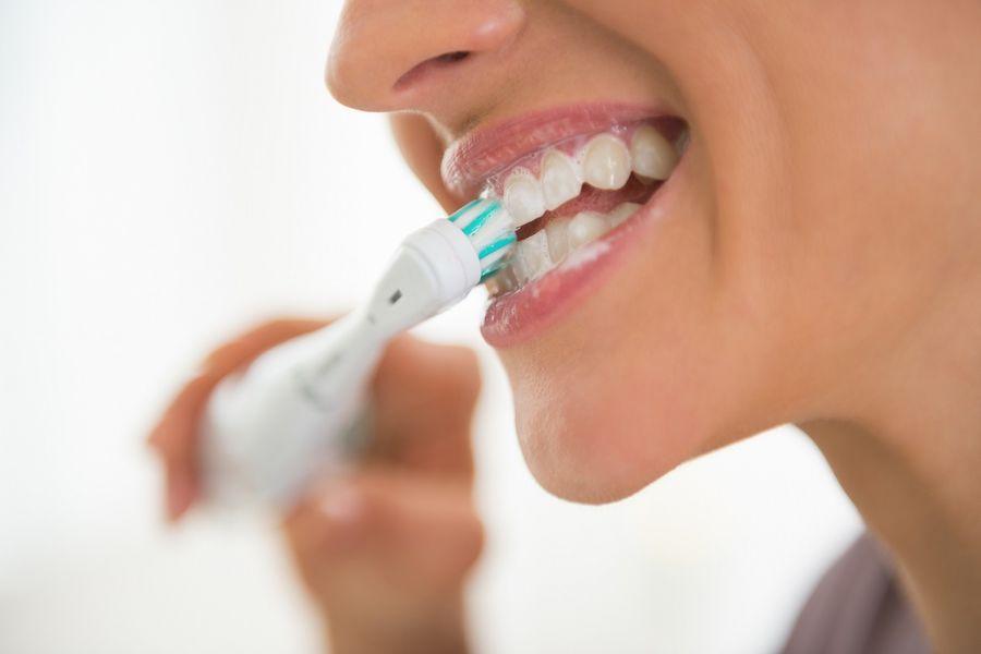 Dlaczego warto myć zęby pastą z aminofluorkami?