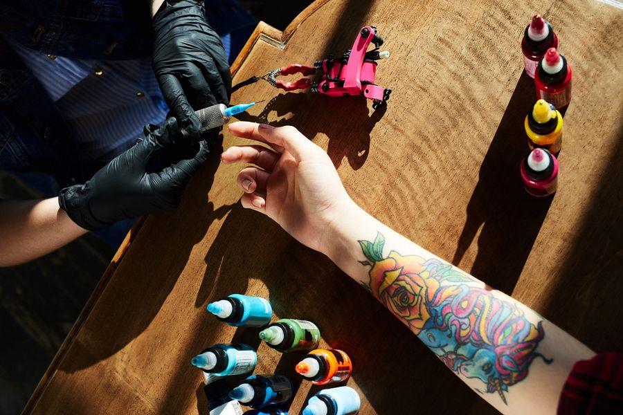 Najczęściej popełniane błędy przy tatuażach