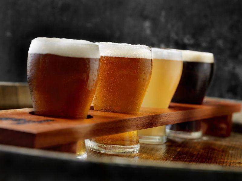 W jakiej temperaturze najlepiej pić piwo? Czy to zależy od gatunku?