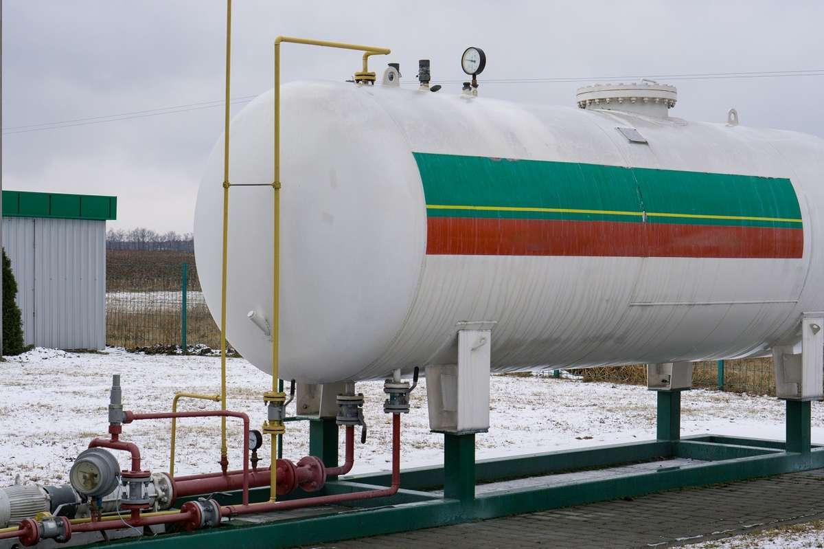 Jak dbać o zbiorniki na paliwa płynne?
